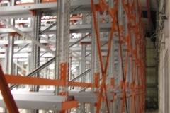 מדפי אחסון למחסן או מפעל