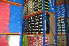 מדפים למחסן לאחסון ארגזים