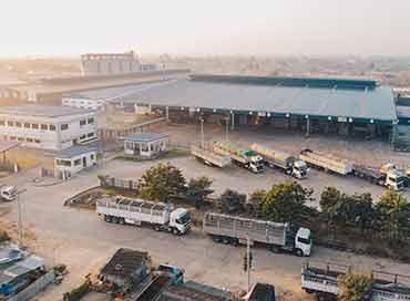 מרלוג בצילום אווירי - שטח שמאפר הגעה של משאיות לפריקה וטעינה