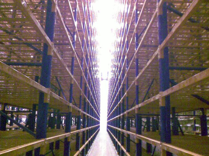 מדפים מודולריים - פתרונות אחסון למפעלים